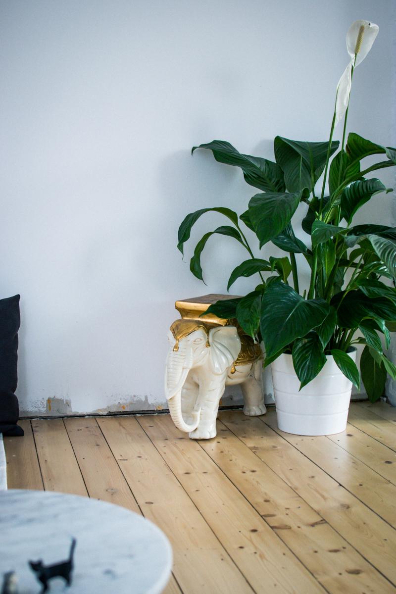 Bilder ohne Bohren | Unser Wohnbereich mit dem tesa Klebenagel im Test