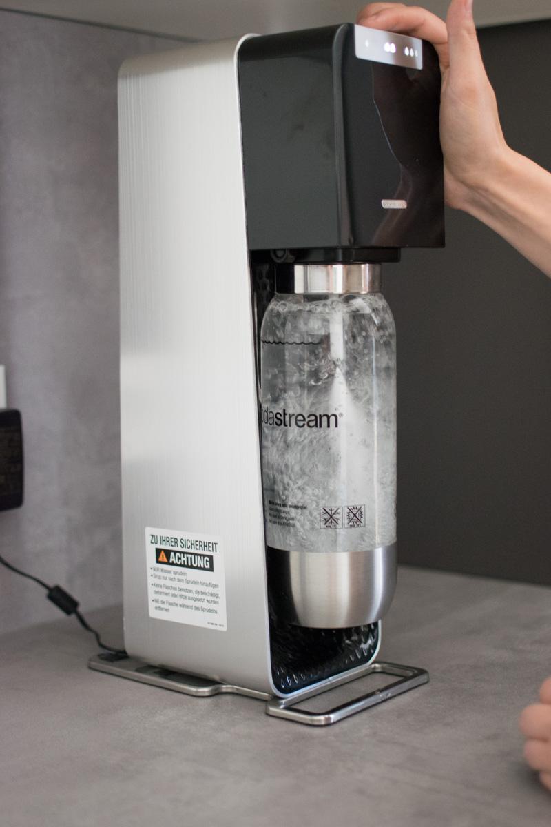 der sodastream power im test umweltfreundlich kostensparend und einfach zu bedienen. Black Bedroom Furniture Sets. Home Design Ideas