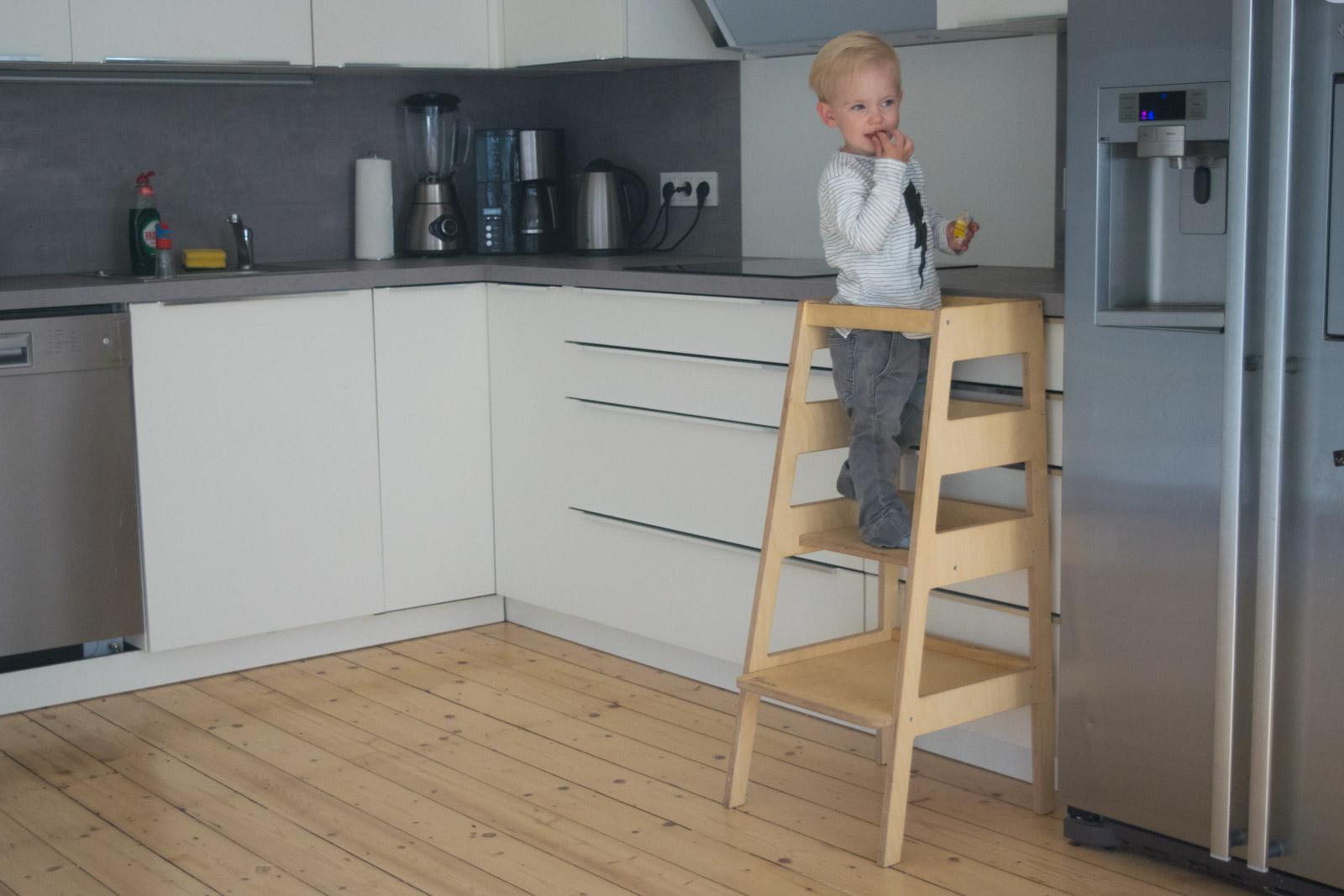 lernturm learning tower monti das bewegte kind hack ikea diy montessori 1 von 1 trendshock. Black Bedroom Furniture Sets. Home Design Ideas
